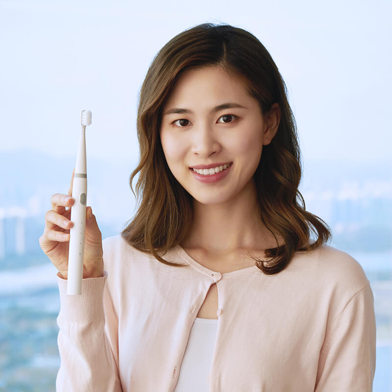 Small electric toothbrush